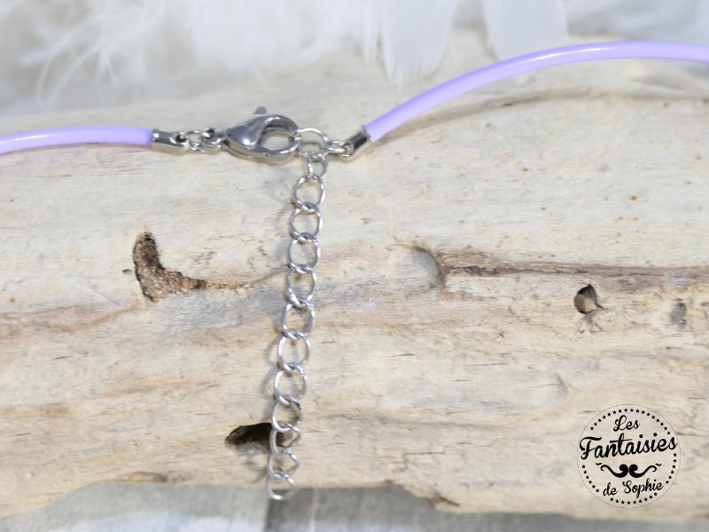 attache collier violet