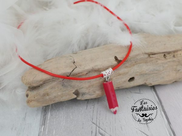 collier crayon rouge